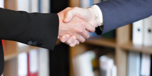 two-person-shake-hands-2058140